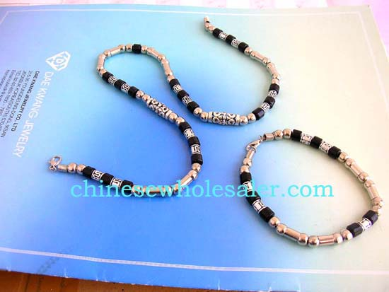 Exported jewelry from China manufacturing factory supplying wholesale bracelet and necklace sets. Fashion necklace set with long bali bead and black and silver beads design, matched with a bracelet   .