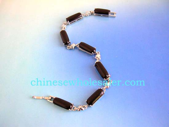Online fashion bracelet distributors supply international exports. Dark brown gemstone fashion bracelet in long shape connected with silver heart design and chain lock for closure    .