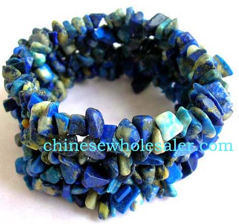 Unique gemstone bracelets supplied online from China wholesaler distributor. Fashion wide stretchy bracelet with multiple blue shaded gemstone chips inlaid