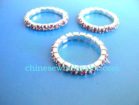 Chine jewelry factory exporting wholesale rings. Stretchy rhinestone ring with purple gems inlaid throughout entire ring.