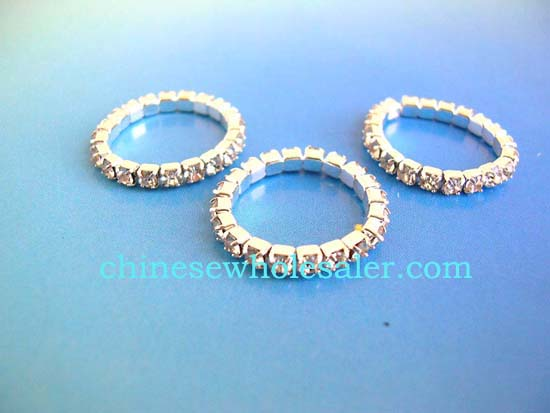 China wholesale rings distributed by online exporters distributes stretchy rhinestone ring with light peach gems inlaid