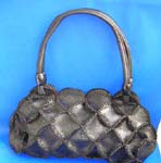 China exporting company supplies wholesale handbags and purses. Imitation black leather hand bag motif multi circle leather chips connected together with carved-in smoked floral, also one pocket inside and double shoulder design