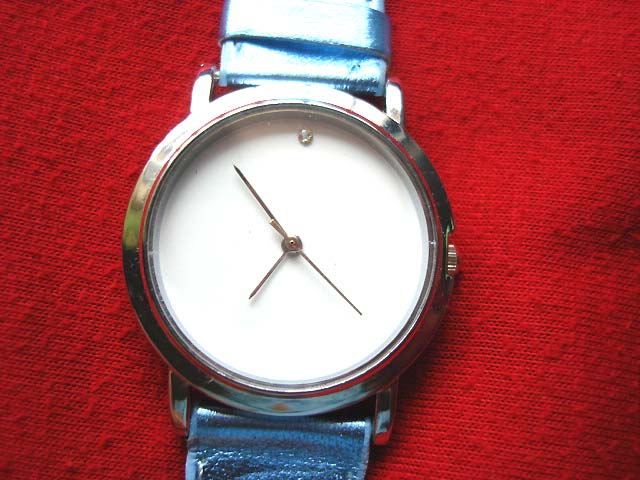 Classic circular framed watch with metallic blue strap - Crafted watches online store